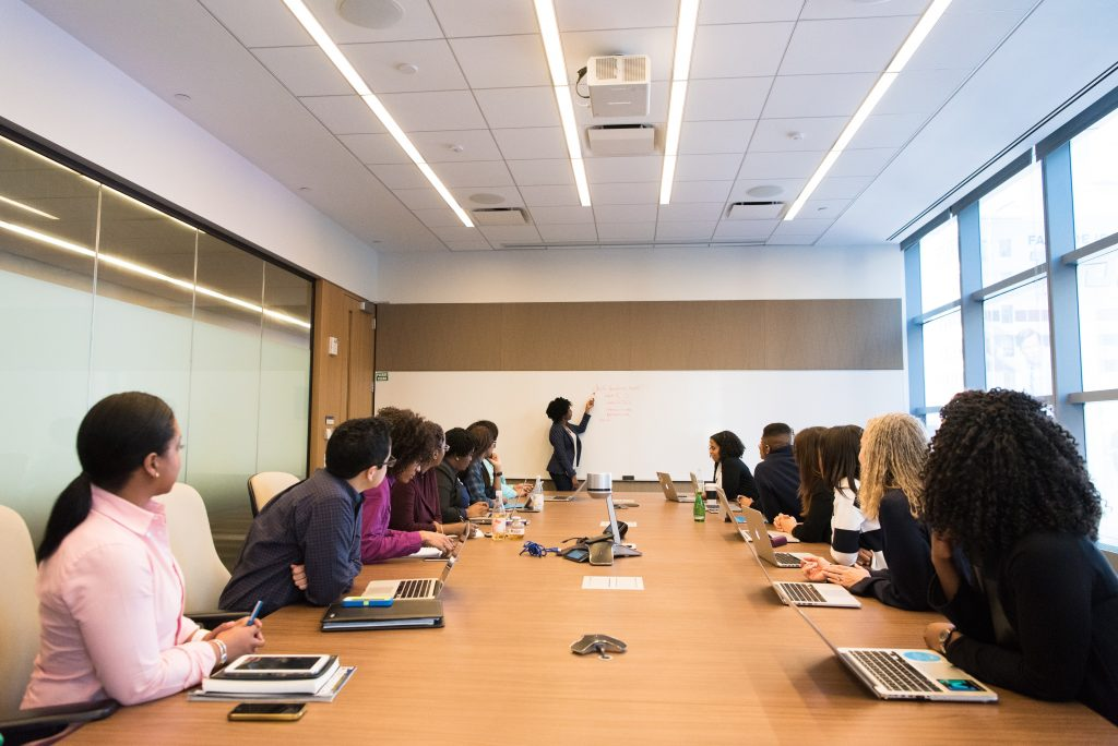have multiple speakers or events during a conference for the best involvement