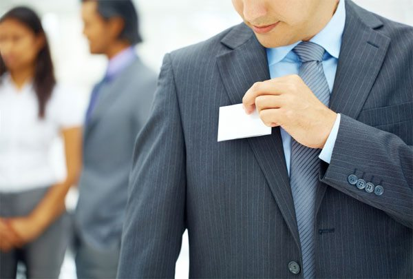 using name tags in customer service and hospitality services